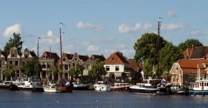 De Ploats, de locatie voor vergaderingen, feesten en activiteiten ligt aan de haven van het pitoreske stadje blokzijl